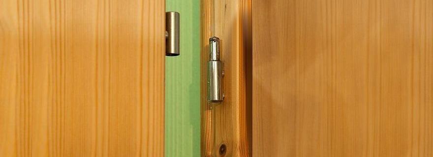 Смазка дверных петель в квартире