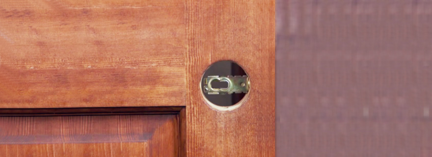 Замена старого дверного замка на новый