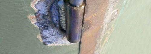 Установка, замена и ремонт петель металлических дверей сваркой