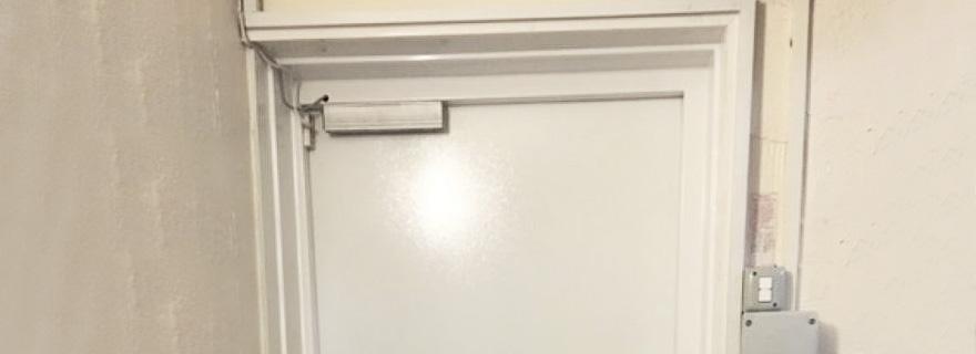 Установка электромагнитного замка на пластиковую дверь