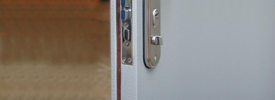Замена личинки замка металлической двери