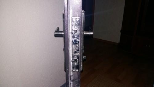 Вскрытие ригельного замка Агат в металлической двери