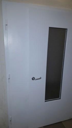 Входная дверь в общий коридор - вид снаружи
