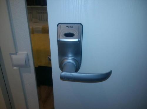 Вскрытие электромеханического замка деревянной двери - 2
