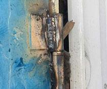 Замена и ремонт петель на уличной двери