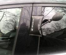 Вскрытие двери автомобиля подушкой и щупом без повреждений