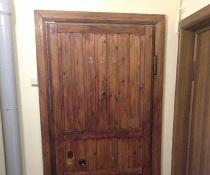 Замена петель на двери квартиры