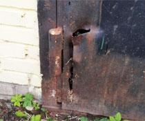 Замена петель на тяжелых гаражных воротах