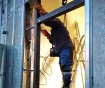 Перенос несущих металлоконструкций и монтаж дверных проемов со сваркой на АЗС