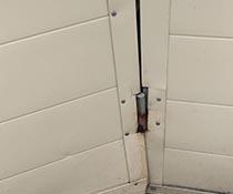 Ремонт (замена) дверных петель на проходной посольства Голландии